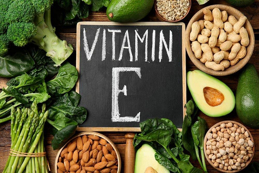 Салат из шпината с любыми орехами обеспечит вас не только дозой витамина Е, но и большинством других витаминов, которые мы упоминаем в этой статье