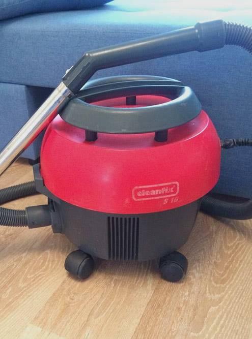 Это мой профессиональный пылесос для&nbsp;сухой уборки Cleanfix S10. Он стоит около 23 000<span class=ruble>Р</span>