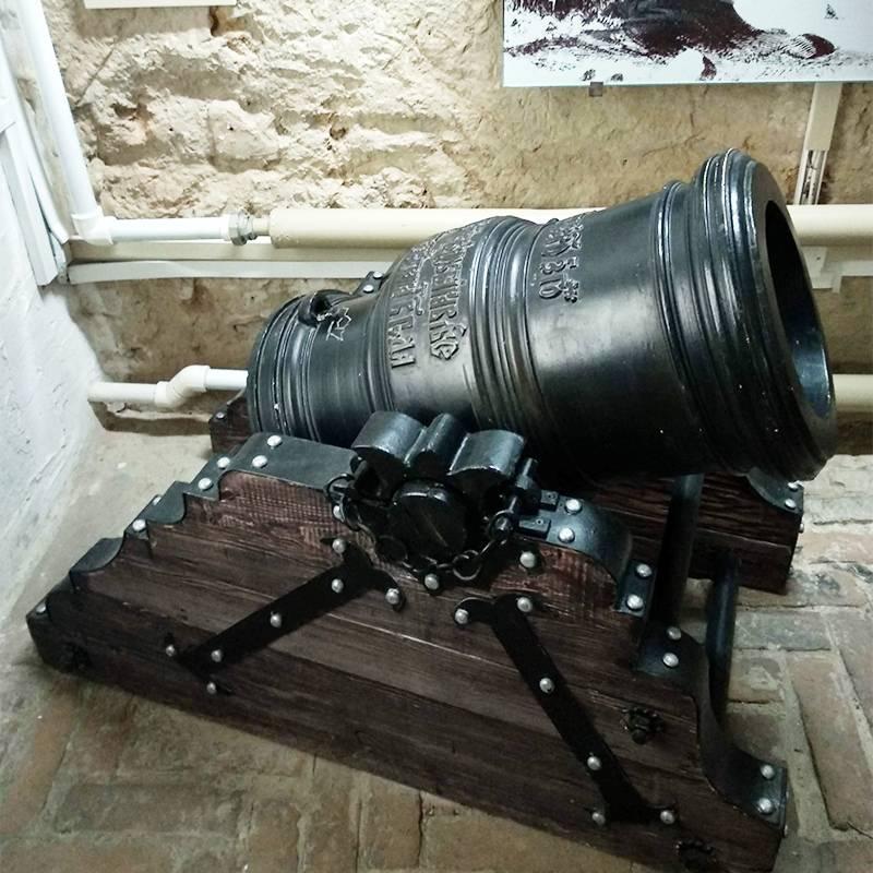 Эту мортиру отлили в 1662году, она участвовала в Азовских походах ПетраI