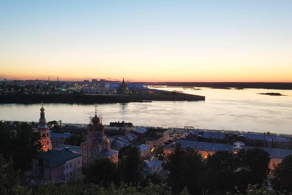 Пара минут от съемной квартиры в Нижнем Новгороде — и со смотровой площадки открывается замечательный вид