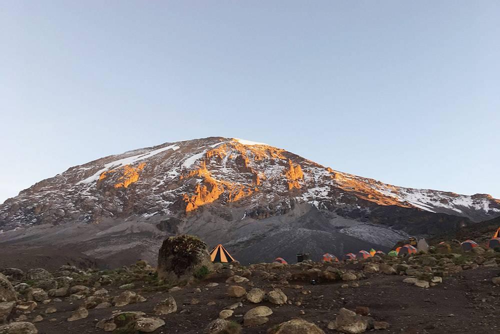 Это один из последних лагерей на подступах к вершине Килиманджаро