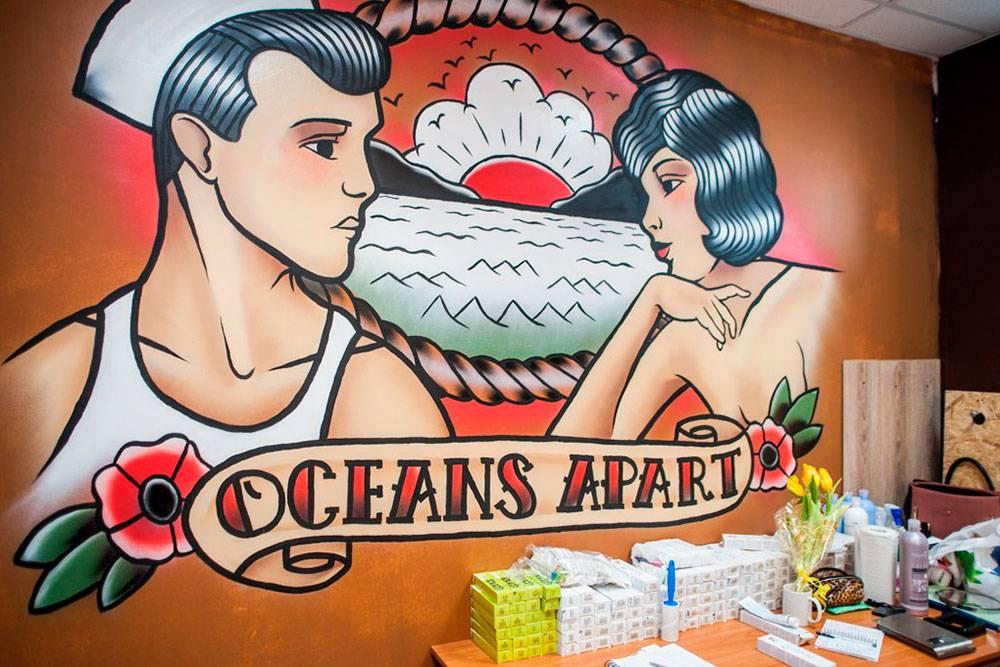 Стены расписывал Амир Хаски — известный в Казани тату-мастер и художник. На работу ушло двадня и нольрублей: он решил бесплатно помочь друзьям