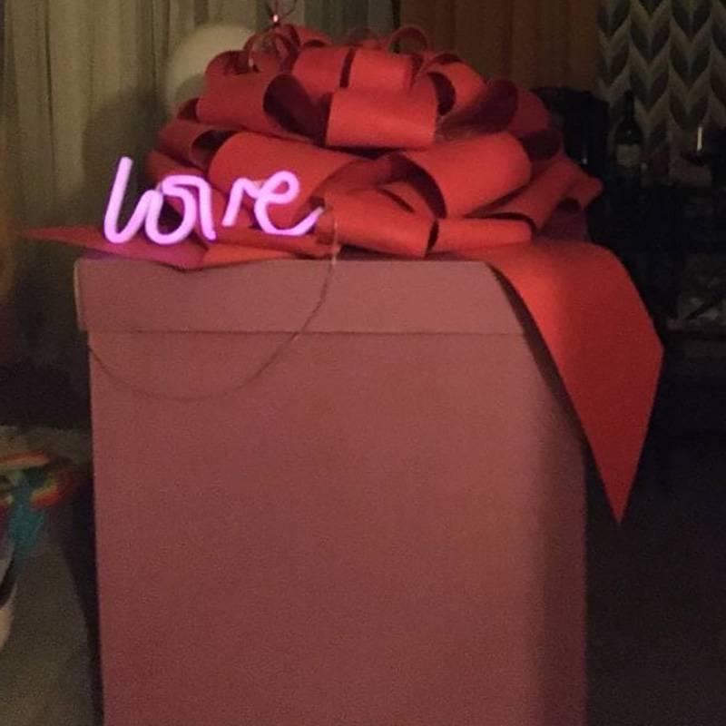 Эта коробка ждала меня дома. Она такая огромная, что я легко в ней уселась, и еще место осталось