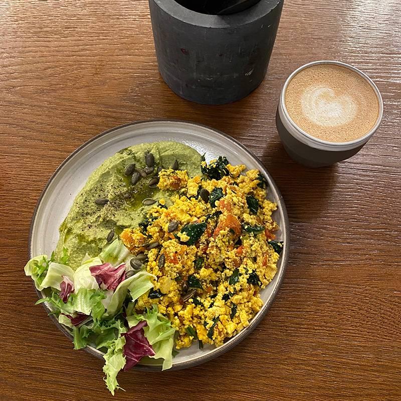 Тот завтрак я сфотографировать не успела, но вот красивая еда из другого дня