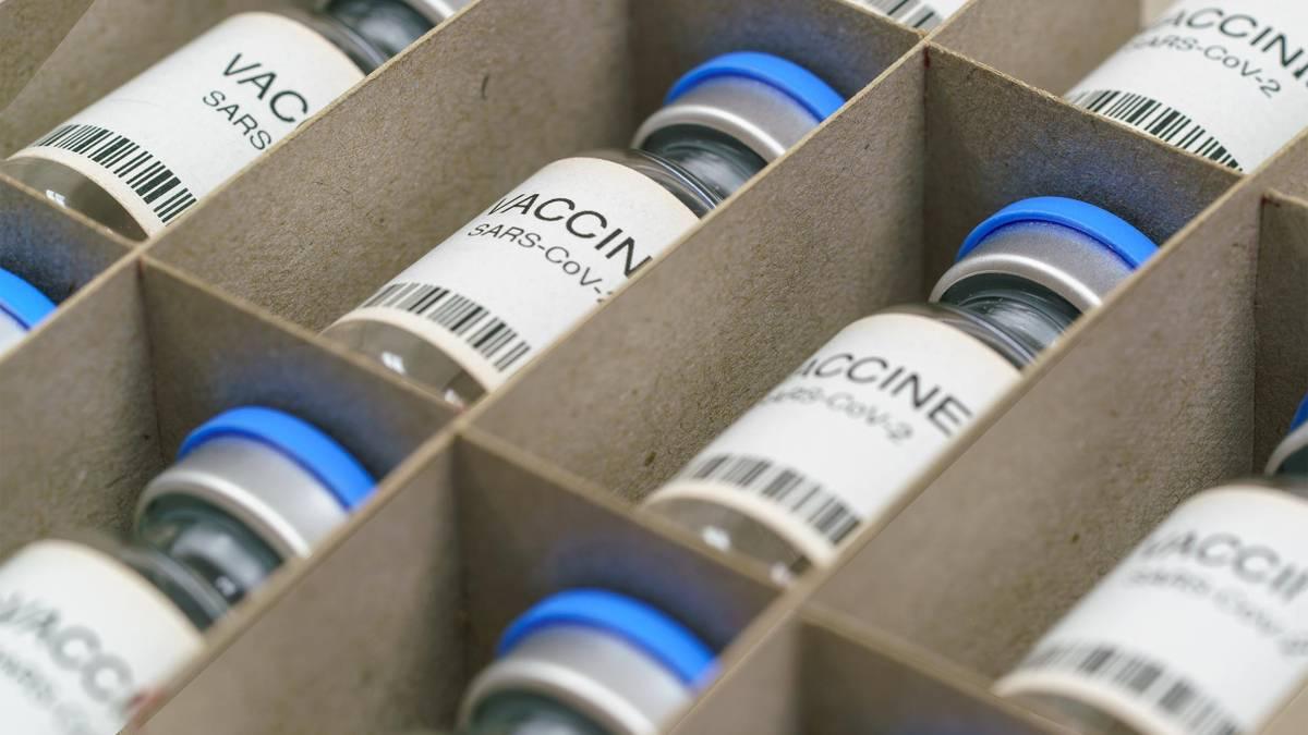 Минздрав зарегистрировал новую вакцину от COVID-19 «Спутник Лайт»