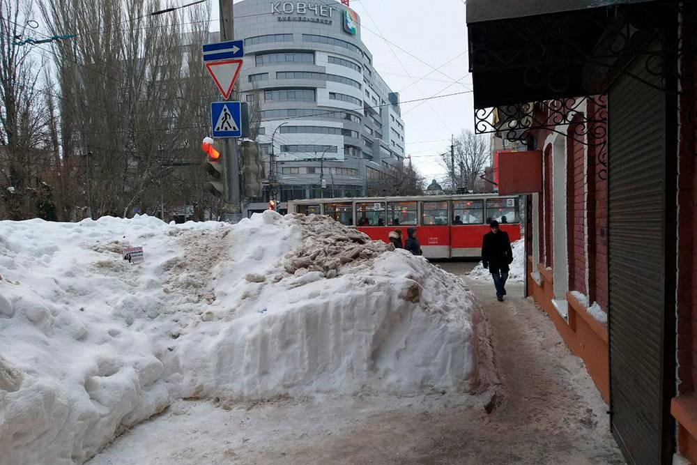 Привычная картина для жителей любого района Саратова зимой