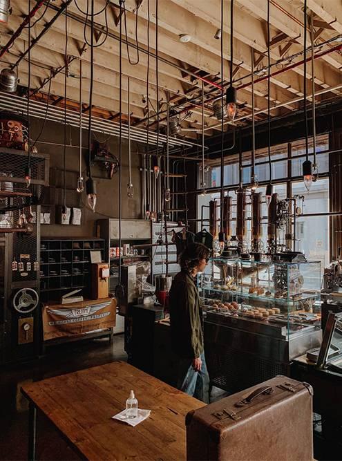 Ребята — ценители хорошего кофе, много знают о нем и готовы отвечать на любые вопросы. Фото: Ульяна Грушина