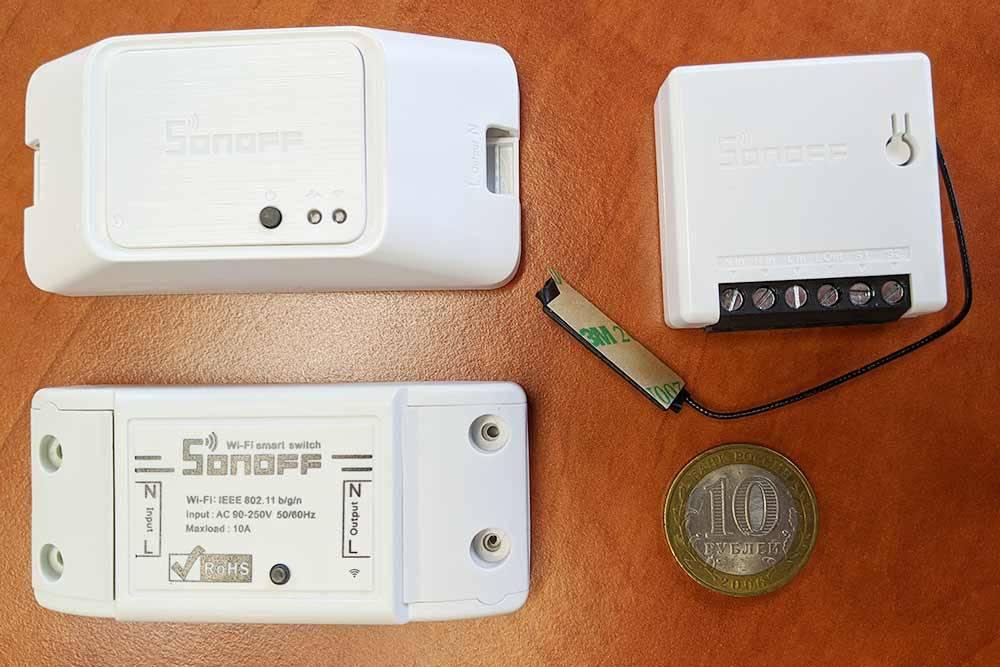 Релейные Wi-Fi-модули Sonoff на базе ESP8266от Itead. Слева направо: BasicR3, маленький Mini и самый старый на 10А