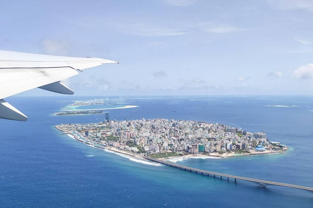 Так выглядит столица Мальдив — Мале — из окна самолета