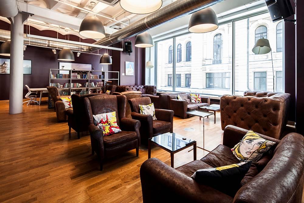 Это лаундж-зал, его можно арендовать по цене от 170 000<span class=ruble>Р</span> за 6 часов