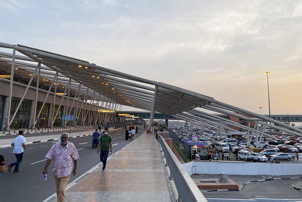 В аэропорту Каира три терминала, внутри все понятно — не заблудишься