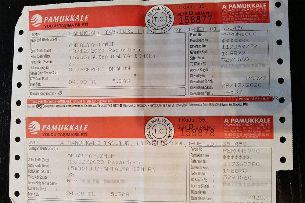 Так выглядят билеты компании Pamukkale на автобус из Антальи в Измир. В салоне по два сиденья с каждой стороны илиодно сиденье слева и два справа. Незнакомых мужчин и женщин рядом не сажают