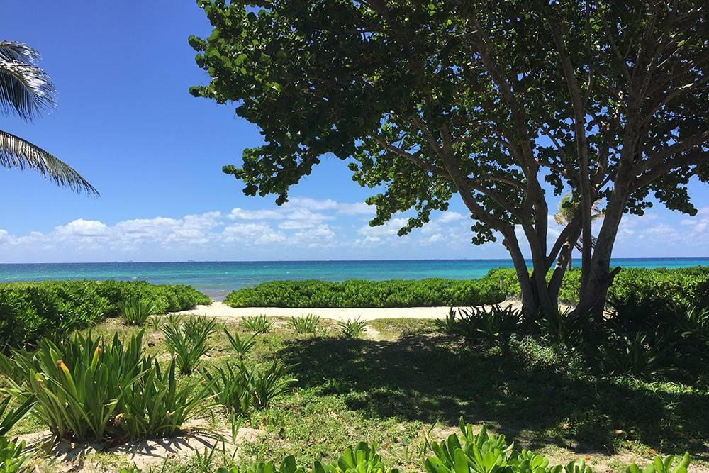 Так выглядит тотже пляж, но в солнечную погоду и на километр южнее