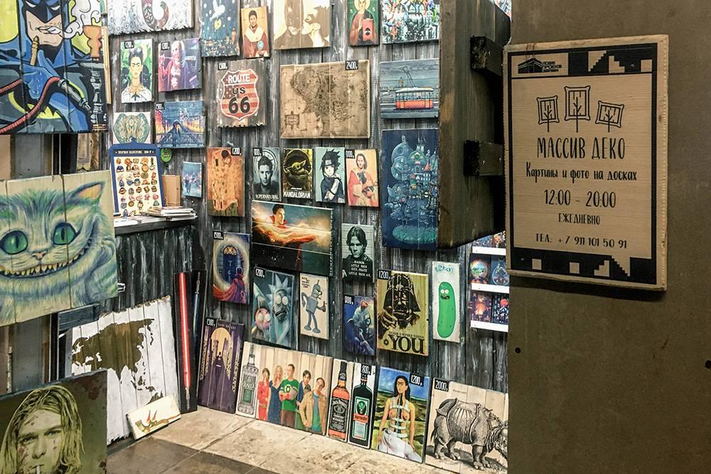 В магазине много готовых картин, но если не найдете ничего подходящего, вам предложат сделать индивидуальный заказ и выполнят его за пару дней