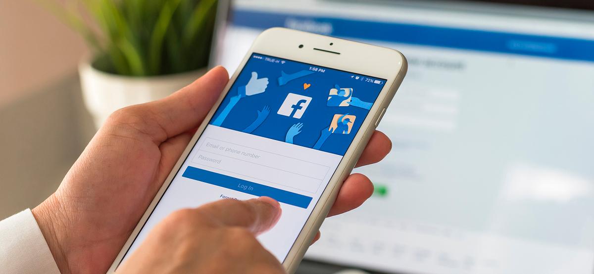Акции Facebook упали на 5% после сбоев сети и обвинений в дезинформации