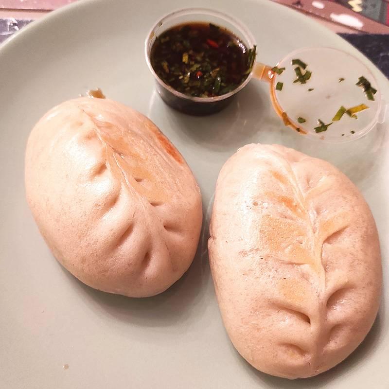 Тесто на пару, начинка из рубленого мяса