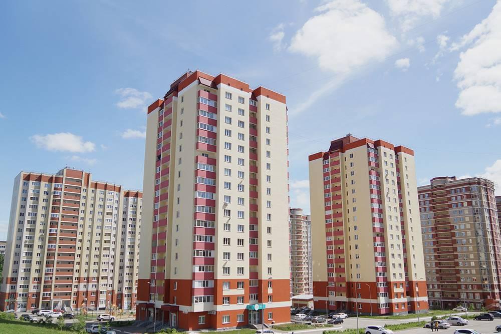 Однушка площадью 38м² на последнем, семнадцатом этаже в таком доме стоит 3,2млн рублей. Квартал расположен сразу за ТРК «Петровский», цены здесь выше средних