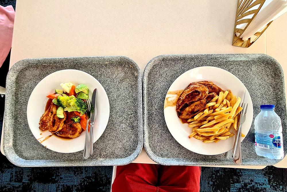 Куриное филе с овощами на пару и картофелем фри