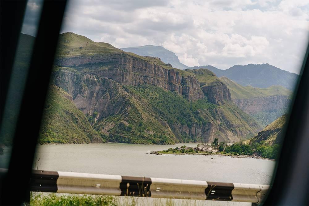 Дороги в Дагестане хорошие, а виды из окна заставляют останавливаться каждые 20 минут
