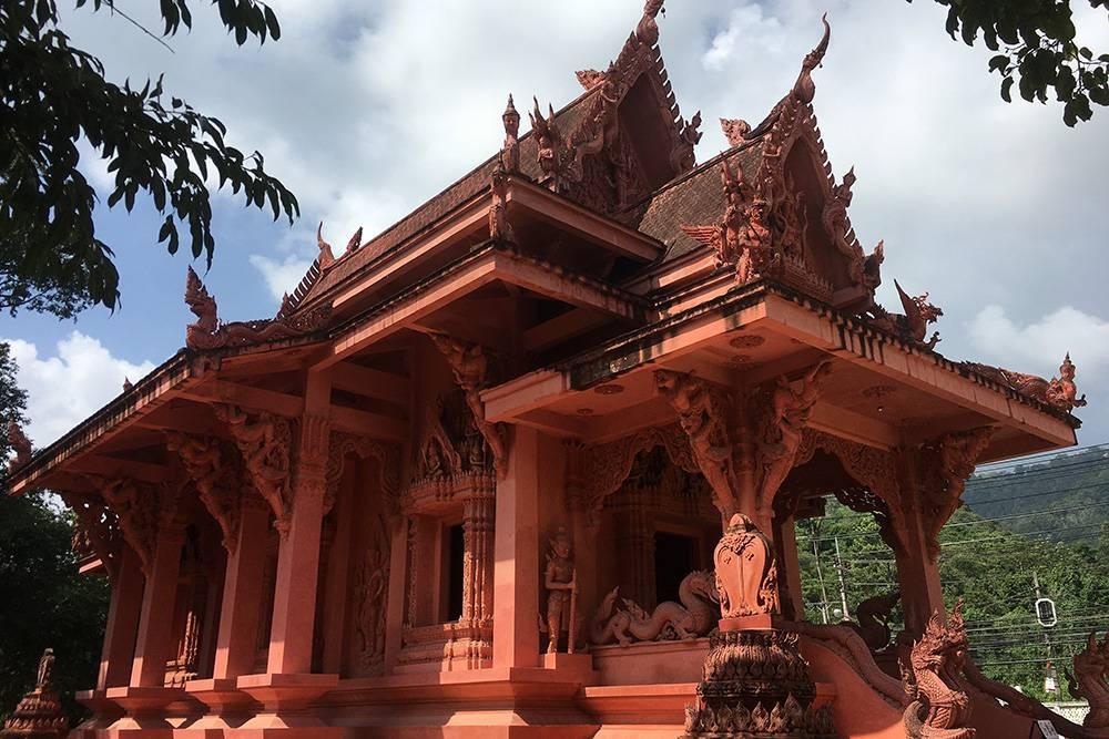 Храм Рачатаммарам в народе еще называют красным — из-за цвета фасада