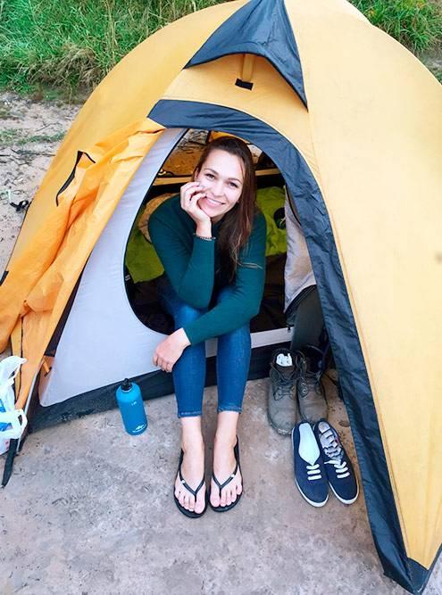 Наша палатка. Жду ужина после купания вреке