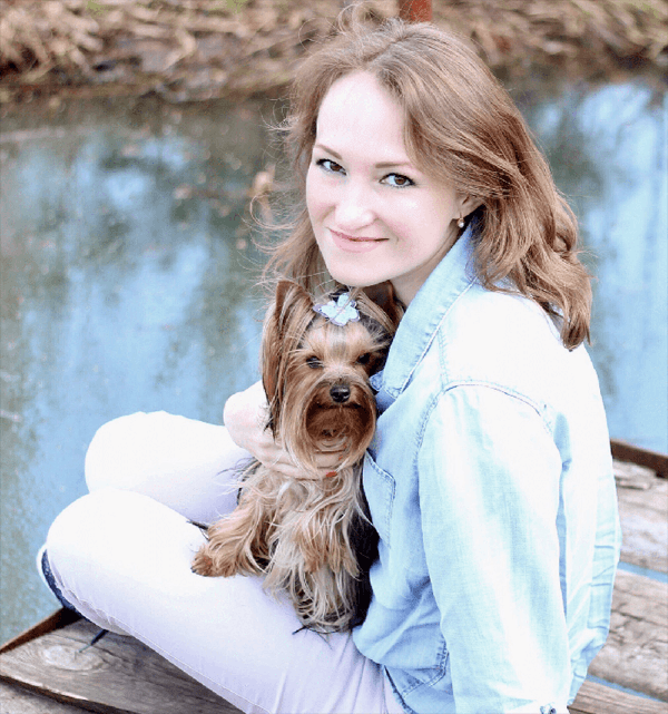 Олеся Завадовская и собака Груня
