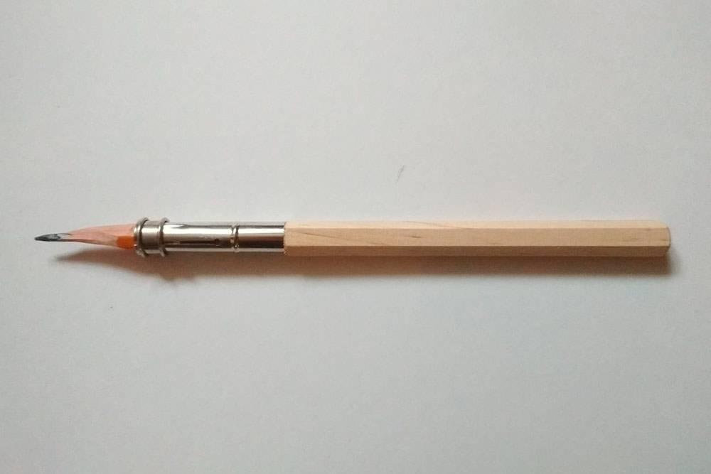 Держатель помогает использовать карандаш до конца