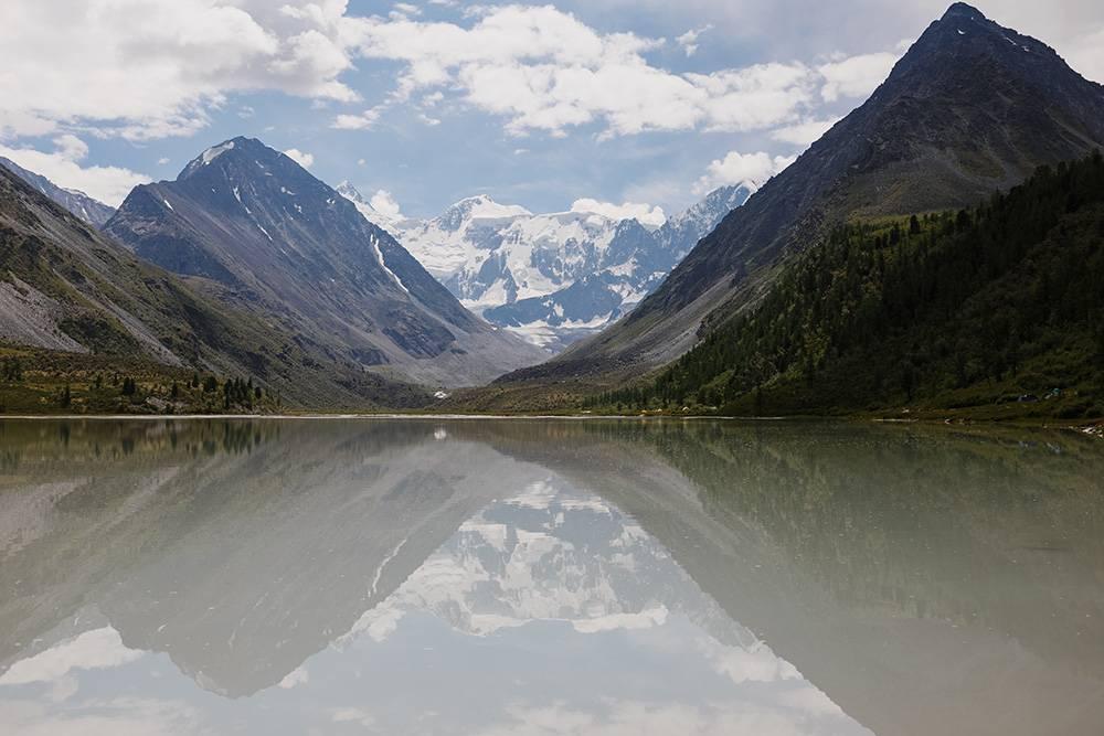 В один из дней стояла безветренная погода и озеро было как зеркало