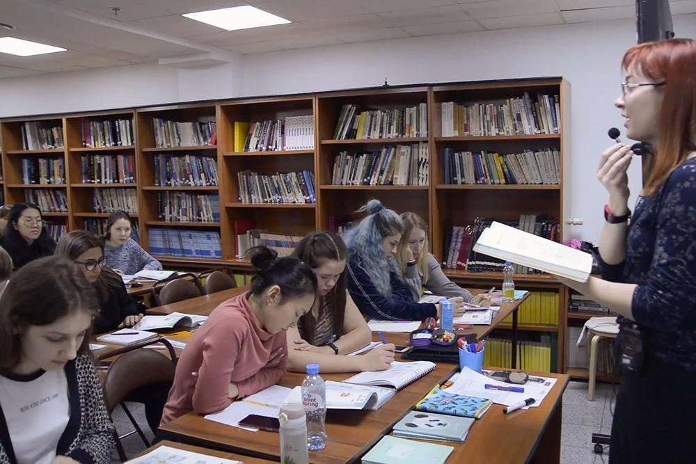 Расписание онлайн-занятий и домашние задания публикуют на официальном сайте. Когда в Корейском культурном центре возобновят живые встречи, пока неизвестно