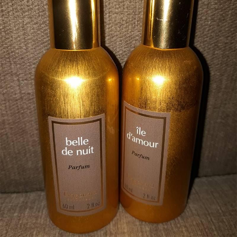 Единственное, что могу купить дорогое, — это духи. После поездки в Париж я влюбилась в парфюм «Фрагонар», но пока духи у меня есть, хватит их надолго