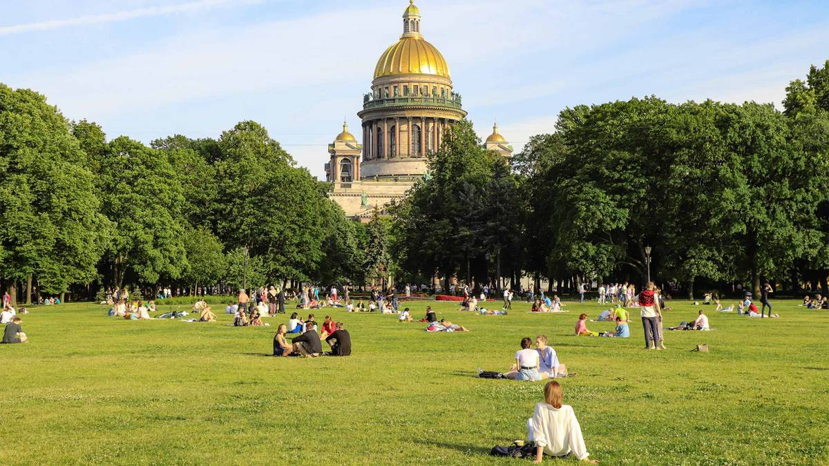 Как переехать на лето в Санкт-Петербург из Москвы