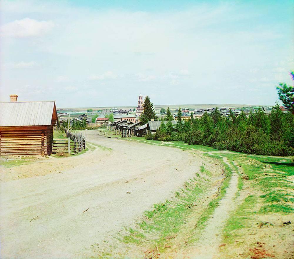 На этом снимке видна колокольня Троицкой церкви, где крестили моих далеких предков, живших в шести верстах, в деревне Ретькиной Пермской губернии
