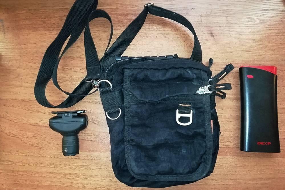 В бюджетном путешествии меня выручали фонарик, сумка через плечо и внешний аккумулятор