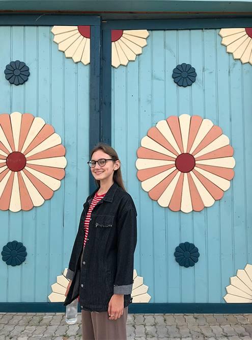 В национальных татарских домах всегда большие глухие ворота со стороны улицы, которые украшались росписями