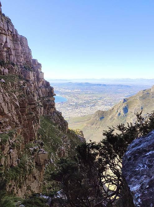 Почти самая вершина. На высоте всегда холоднее, чем внизу. Лучше взять с собой кофты или легкие куртки