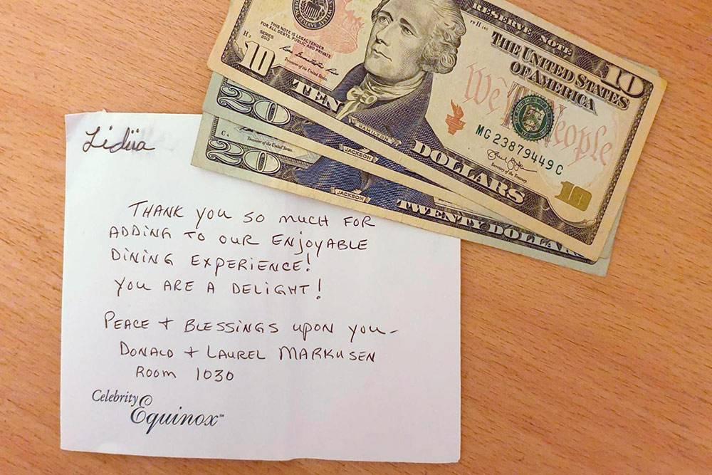 Иногда гости оставляли вместе с чаевыми такие трогательные послания в благодарность за сервис