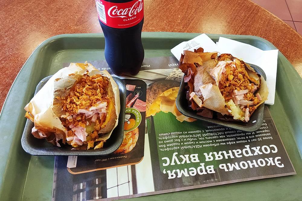 Обедаю в «Крошке-картошке», это мой любимый фастфуд