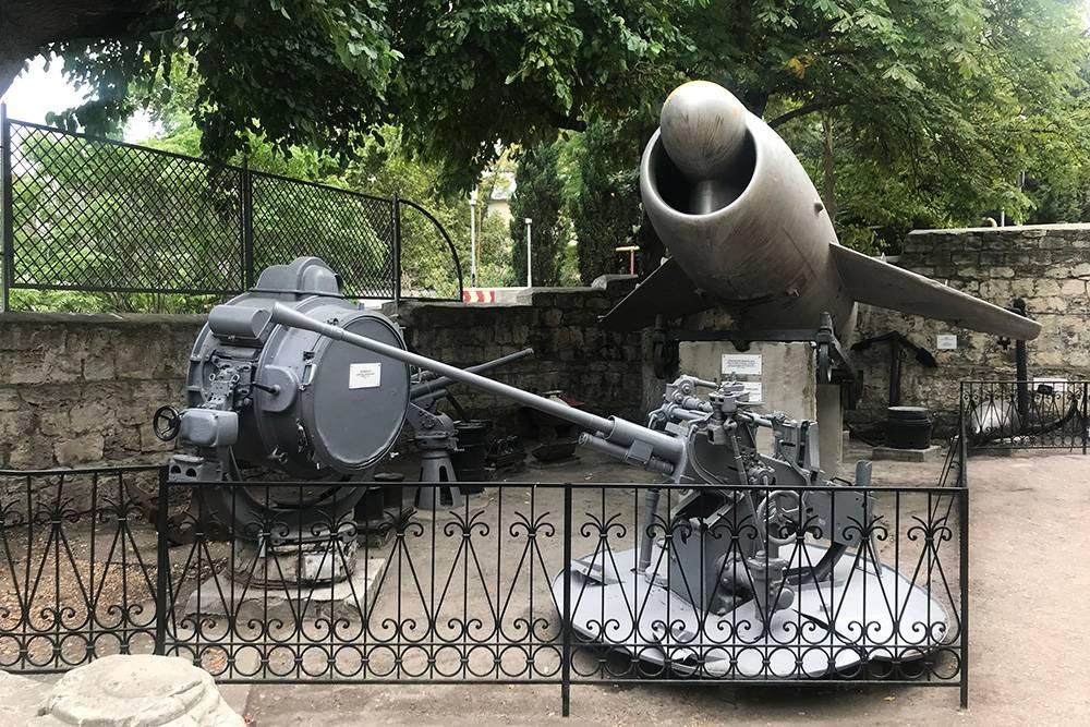 Экспозицию во дворе музея можно осмотреть бесплатно