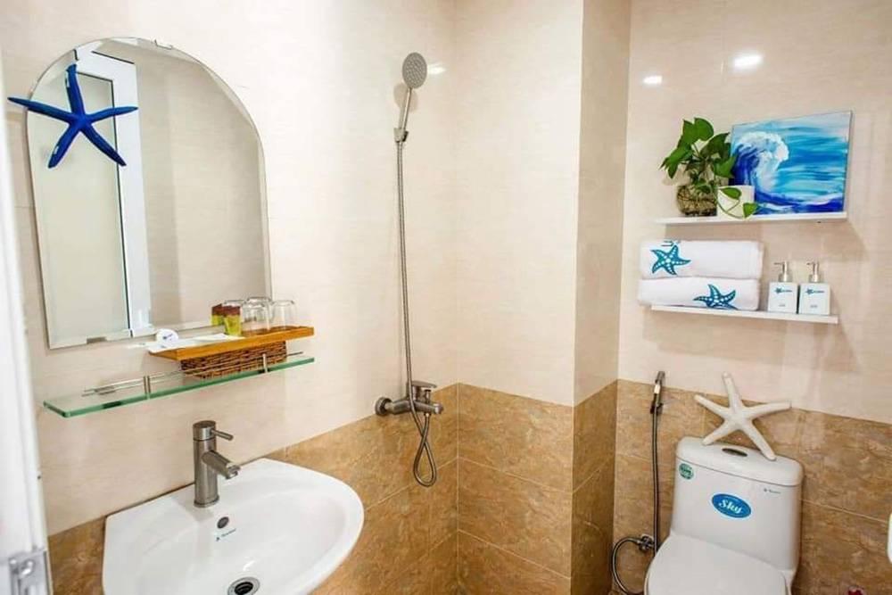 Такой душ во Вьетнаме встречается во многих отелях и квартирах