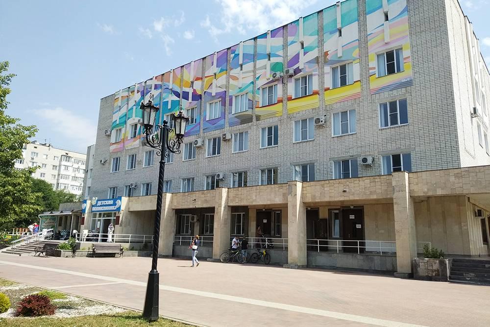 Детская поликлиника — большая, но единственная в городе