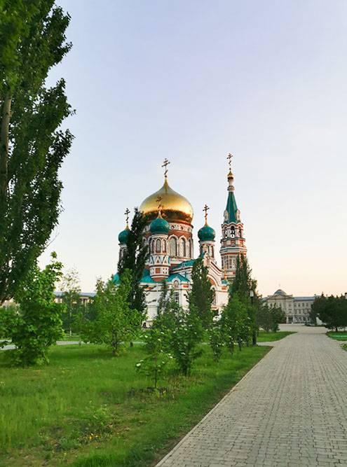 Кстати, центр Омска оказался очень симпатичным. И воздух там как будтобы морской, влажный