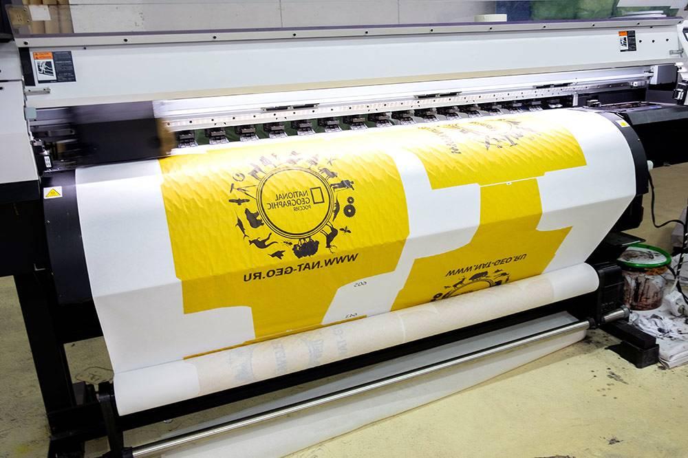 Промышленный принтер перенес изображение на сублимационную бумагу