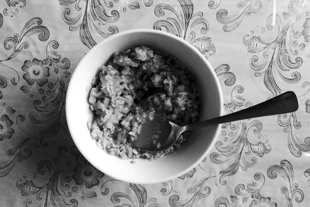 Овсяные хлопья с медом — быстрый и вкусный завтрак