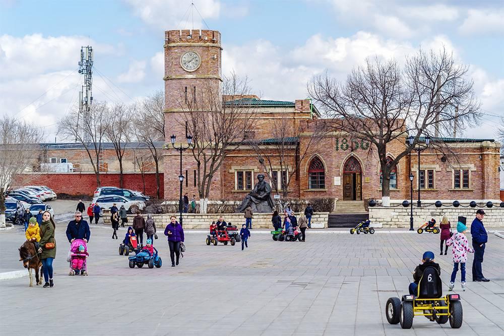 Сейчас в башне с курантами расположен музей истории Оренбурга. Источник: Vadim Orlov/ Shutterstock