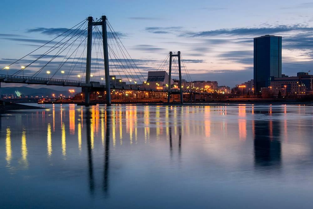 Пешеходный мост на остров Татышев. Автор: fotoyarsk / shutterstock