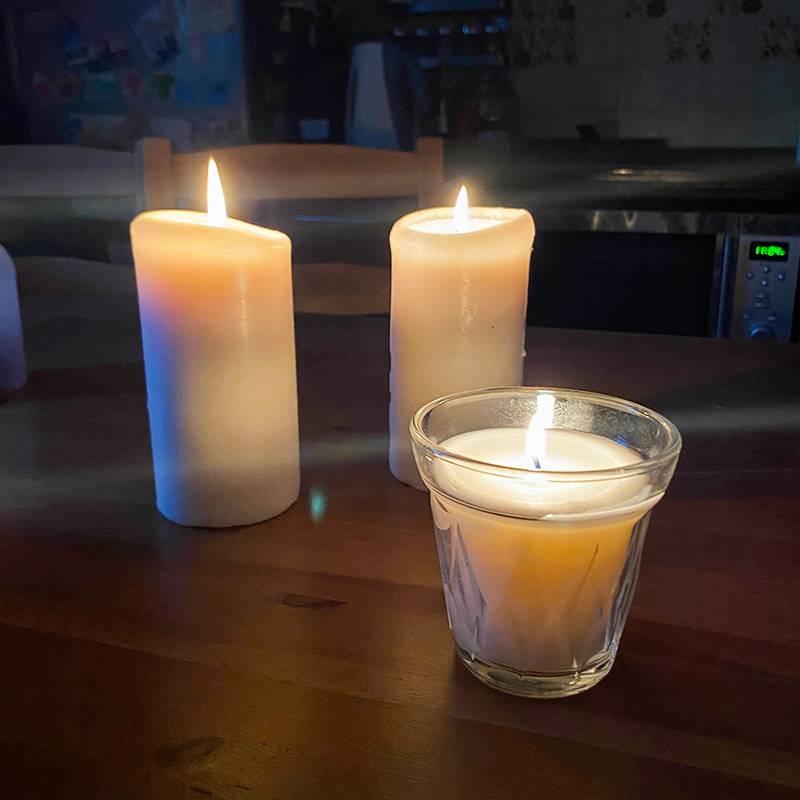 Традиция зажигать свечи появилась у нас недавно, но она мне очень нравится