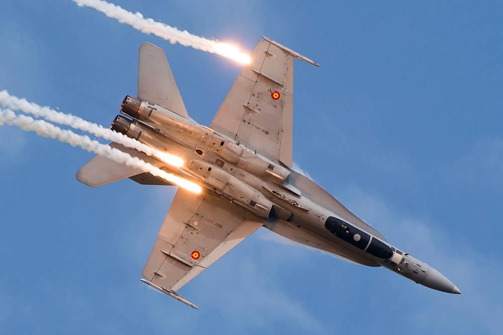 Вот так выглядит конечный результат охоты за самолетами. Это McDonnell Douglas F/A-18 Hornet ВВС Испании