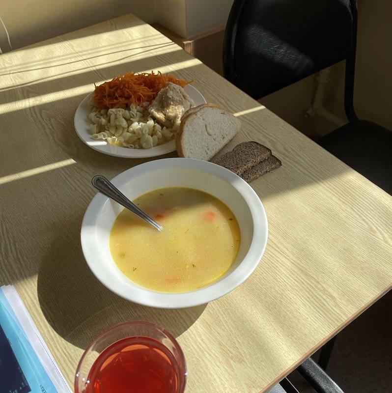 Больничный обед. Но аппетита нет