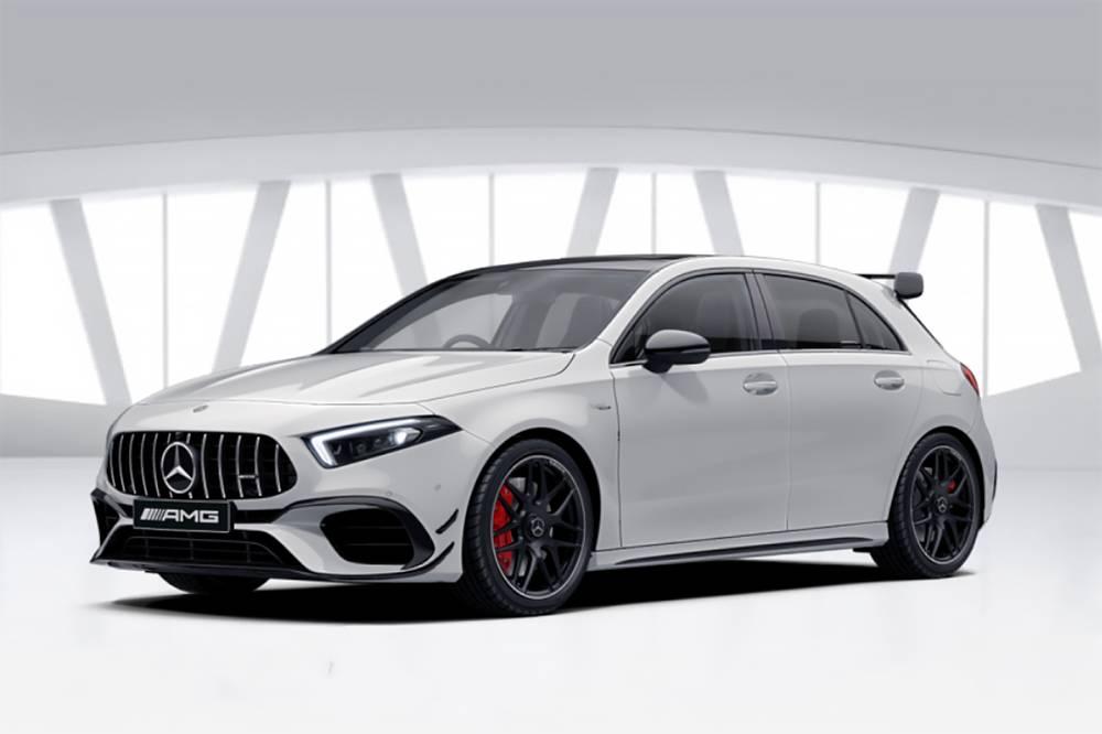 Mercedes-Benz A45 AMG S с пакетом опций Edition 1 дополняют накладки переднего бампера, развитое антикрыло черного цвета и 19-дюймовые диски. Базовый A45 отличается от A35 решеткой радиатора в стиле старших моделей AMG, особым передним бампером, капотом и более широкими передними крыльями