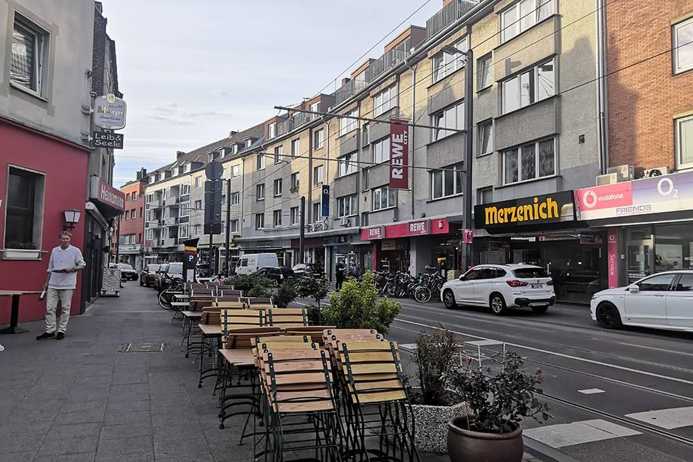 А это улица рядом с моим домом в районе Роденкирхен